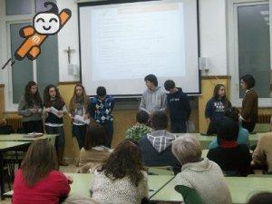 Foto del encuentro entre los cibermanagers y padres y madres en el Colegio Sta. María