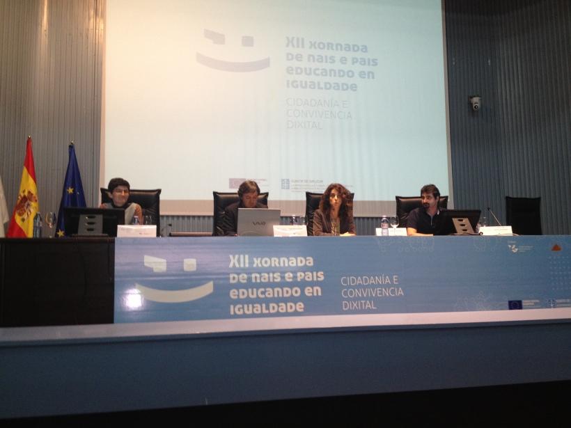 Araiz Zalduegi, Jorge Flores y Urko Fernandez de PantallasAmigas comparten mesa con Isabel Martinez de la Secretaria Xeral da Igualdade