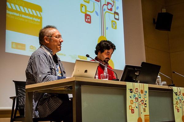 Isidro Vidal de Aulablog y Urko Fernandez de PantallasAmigas en el inicio del congreso CITA Seguridad e Identidad digital
